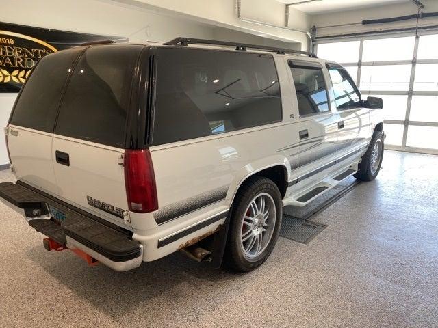 Used 1999 Chevrolet Suburban  with VIN 3GNFK16R8XG199859 for sale in Hallock, Minnesota